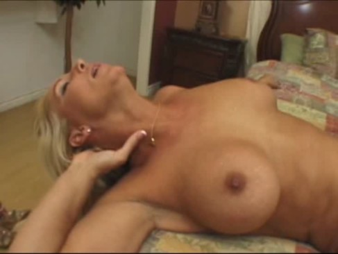 Eat My Wifes Pussy Threesome